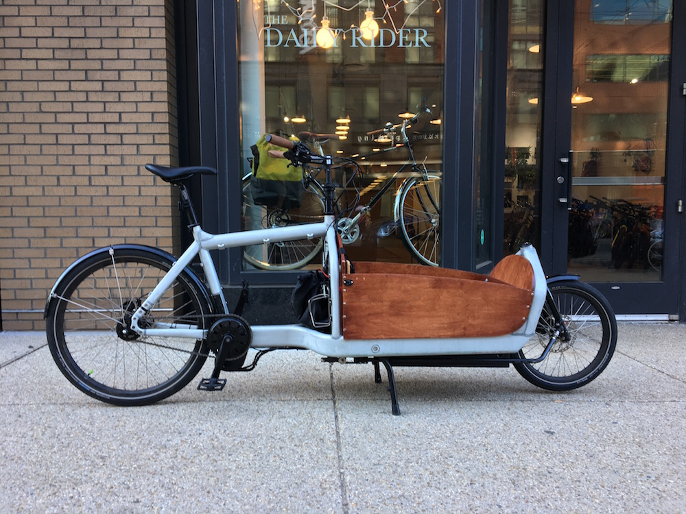 Electric assist Larry vs. Harry Bullitt cargobike