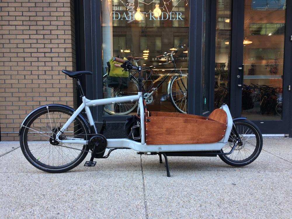 Electric assist Larry vs. Harry Bullitt cargobike